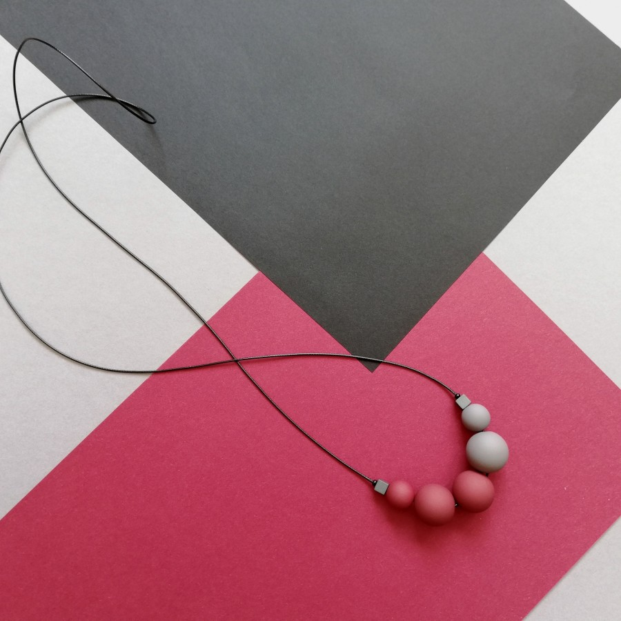 011 | Vyšnių ir pilkos spalvos kaklo papuošalas